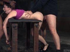 Извращенец сильно трахает девушку в подвале #2