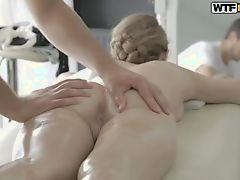 porno-massazh-v-popu-porno-zrelih-volosatih-v-anal