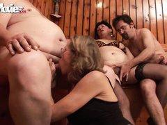 Вместе пары трахаются онлайн порно ролики